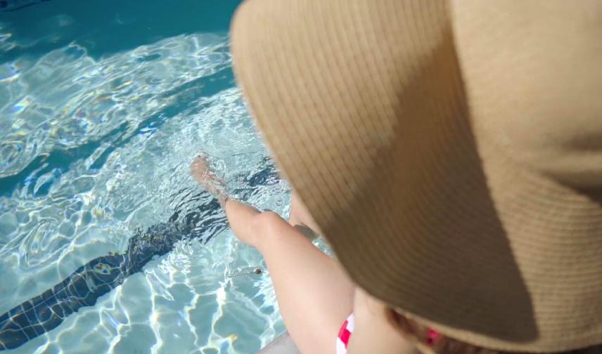 woman-at-pool